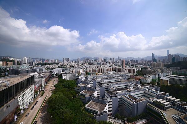从香港城大商学院最高层俯瞰香港九龙城区 商学院大百科